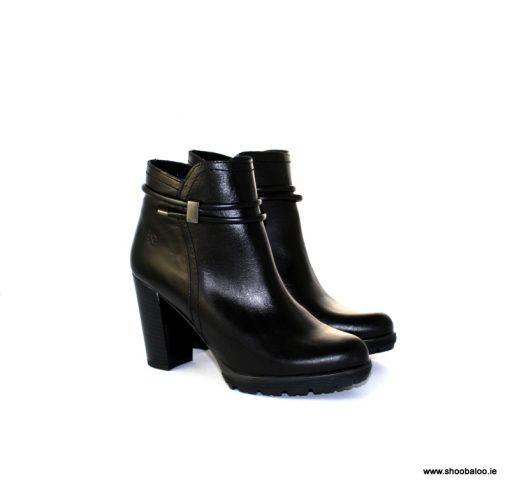 Yokono high black ankle boot