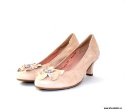 Le Babe nude low court