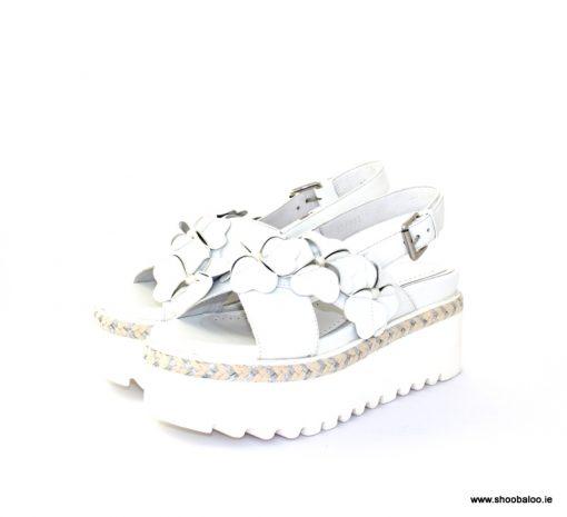 Altraofficina white flower sandal