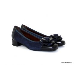 Scolaro navy pump with flower